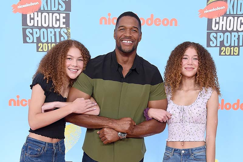 Photo of Michael Strahan with daughters, Isabella and Sophie at the Kids Choice Sports Award 2019